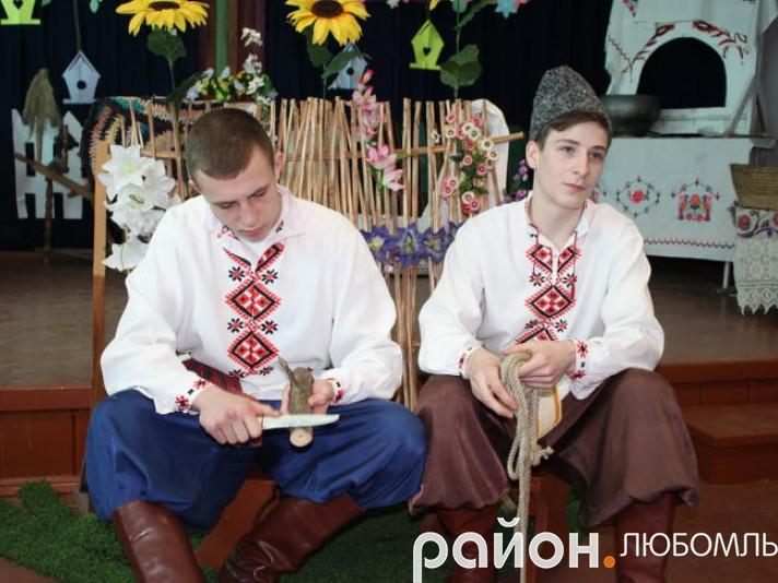 Учні переграли виставу «Кайдашева сім'я»