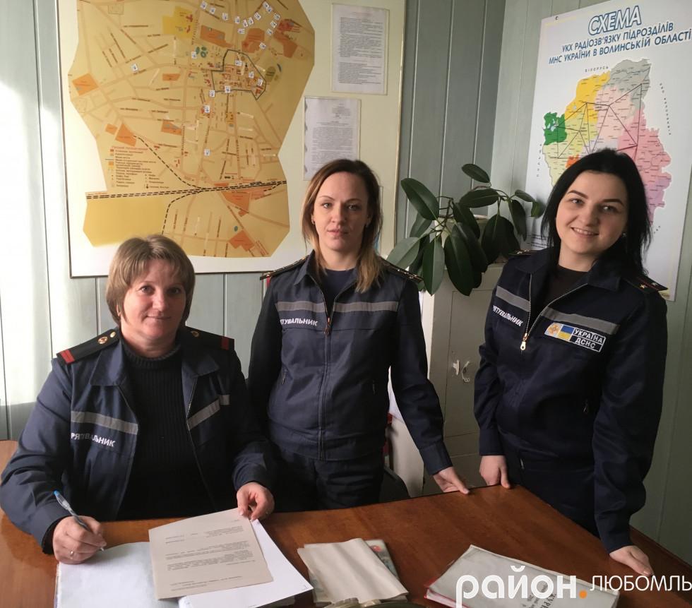 Людмила Кравчук, Інна Дрозд та Катерина Думанчук (зліва направо)