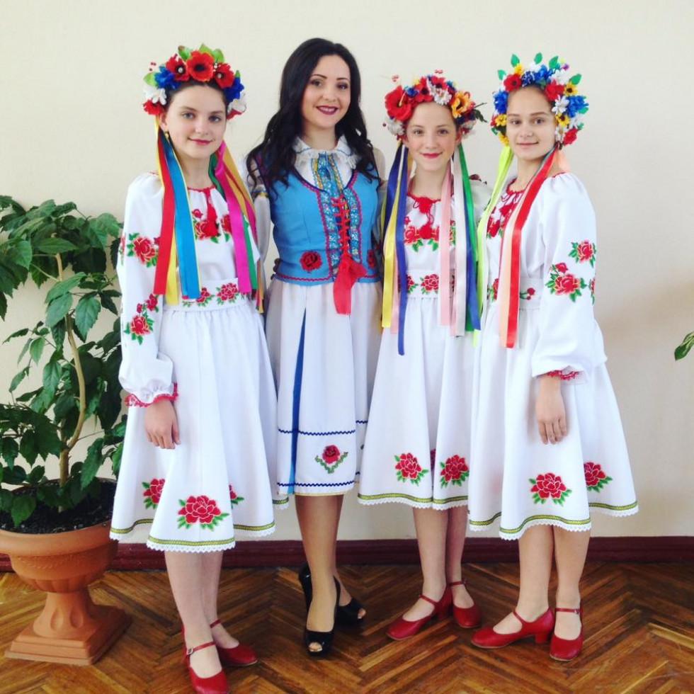 Оксана Швець з учасниками «Хуторянки»