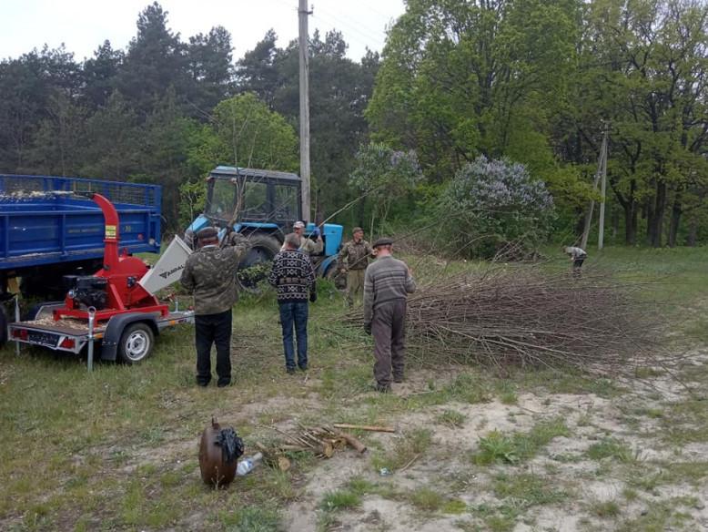 У селі Рівненської громади облаштовують майданчик