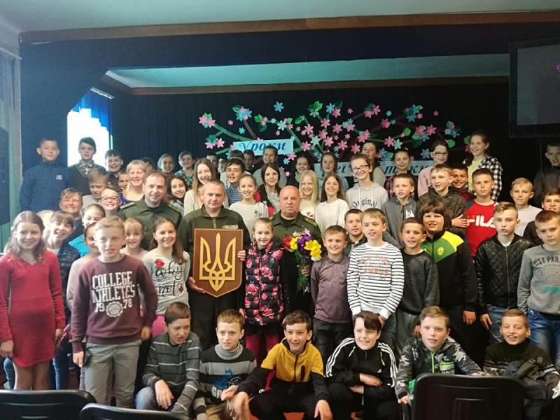 Любомль: у школі №2 лісівники зустрілися з учнями
