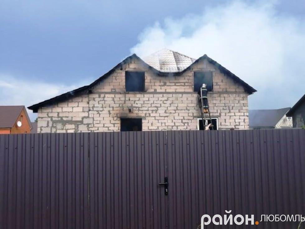 У Згоранах від блискавки горіла новобудова