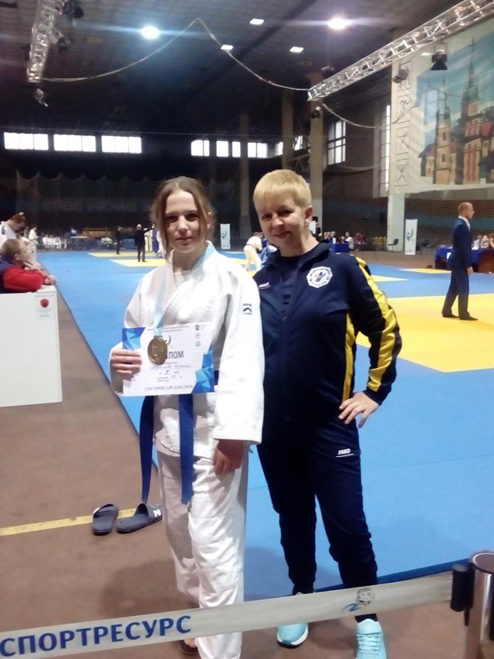 Тренер Ніна Салуха та переможниця турніру Мирослава Шрамко