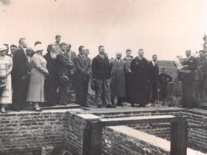 Закладка перших цеглин школи