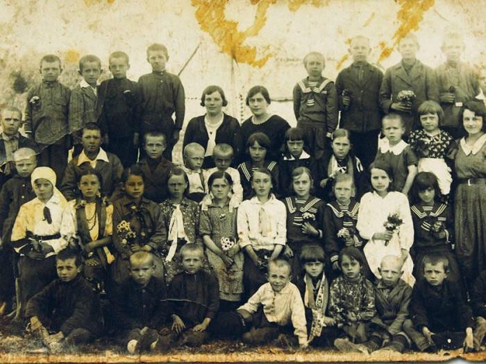 Бірківські школярі на фото 1929 року