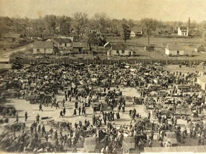 Ринок у Любомлі на фото 70 років тому