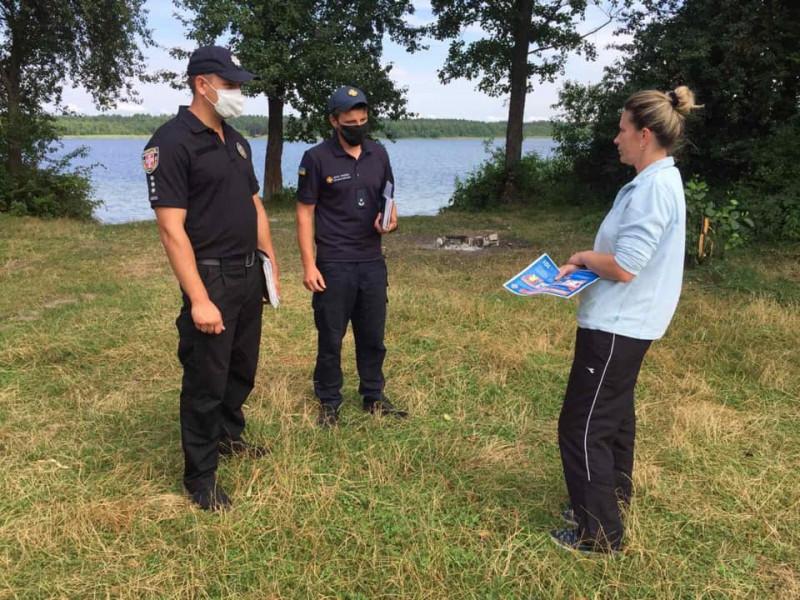 На згоранських озерах відпочивальникам розповіли про правила безпеки на воді