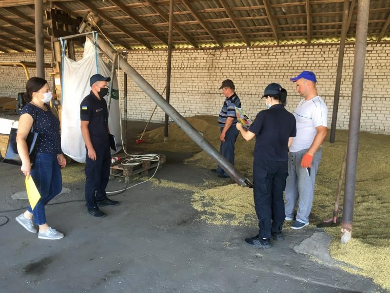 Рятувальники провели інформаційний рейд у фермерських господарствах Вишнева