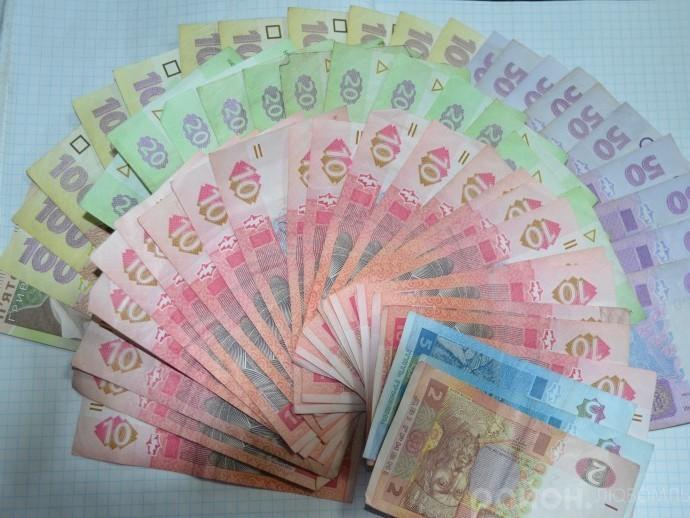 Гроші, які вдалося зібрати на сесії районної ради.
