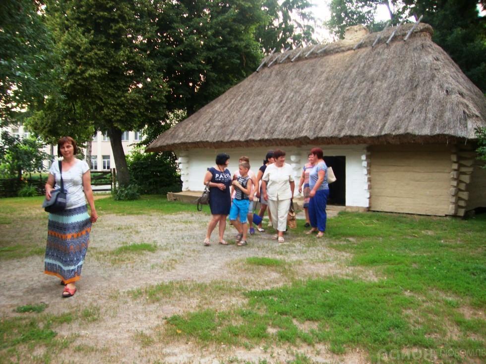 Завітали у сусіднє село Моринці до хатини, де народився геніальний син України.