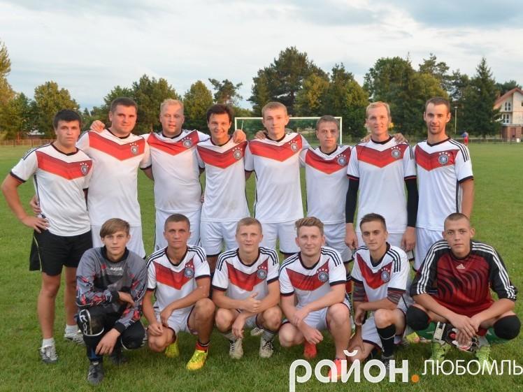 Нинішній склад полапівської футбольної команди «Урожай».
