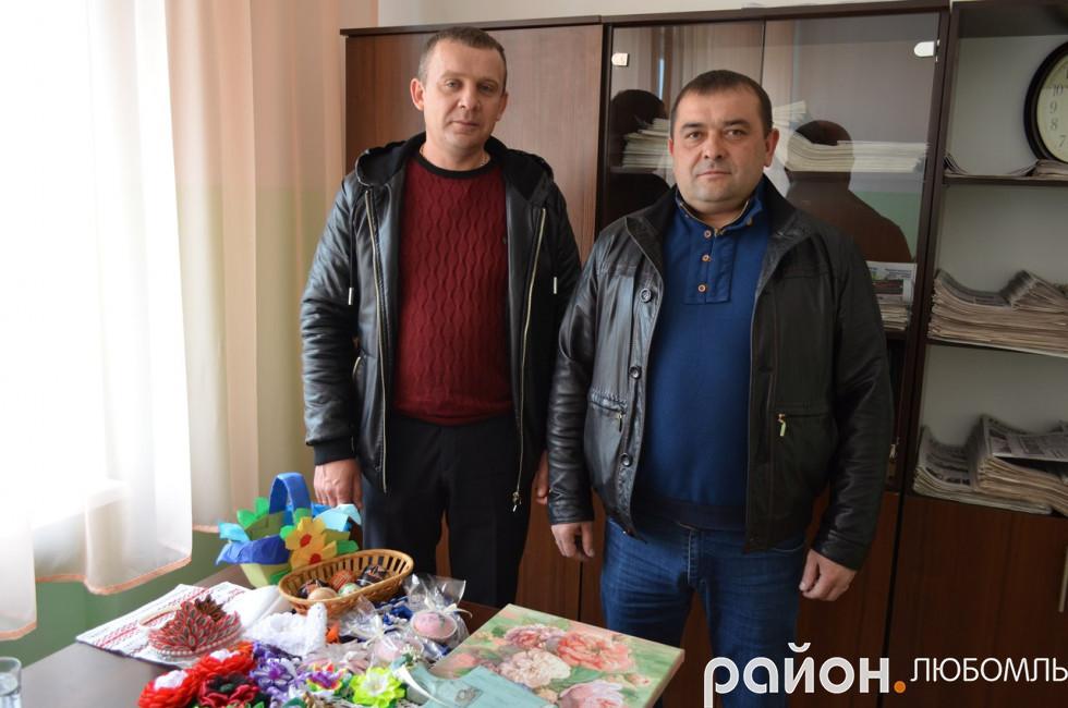 Підприємці Сергій Пшава та Віталій Багнюк, депутат районної ради долучилися до ярмарки.