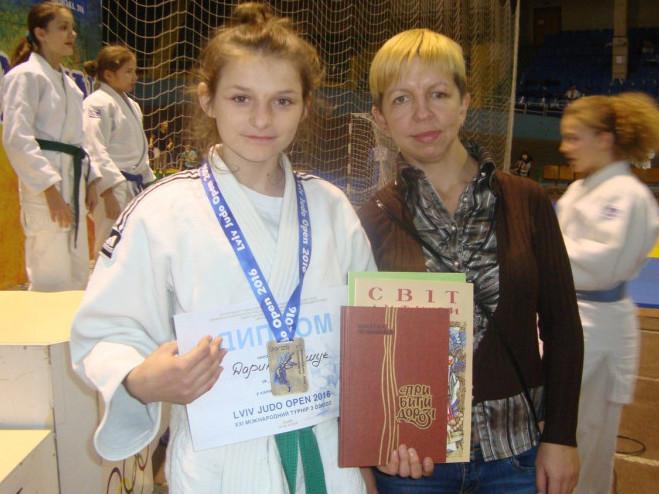 Чемпіонка зі своїм тренером на минулорічних змаганнях.
