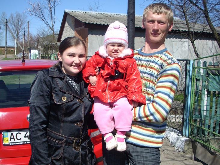 Анатолій Федчишин із донечкою та дружиною.
