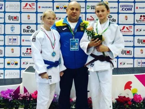 Зліва Катерина Пилипюк