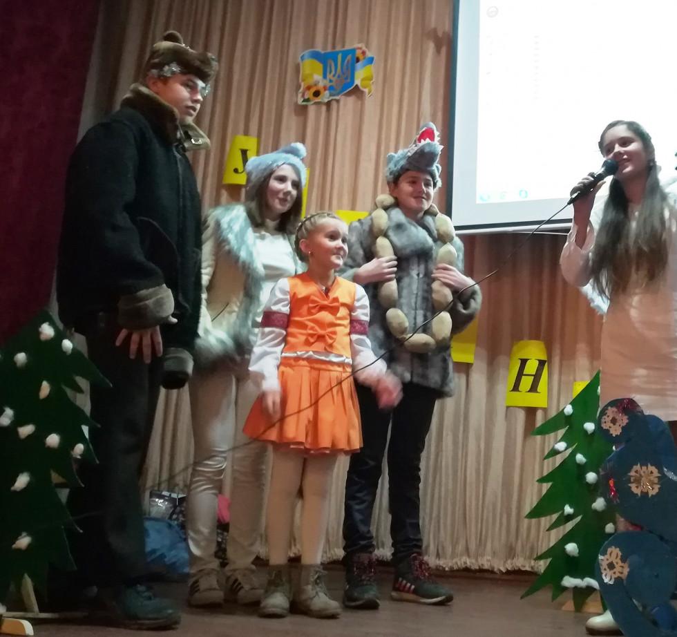 Після вистави діти з радістю брали участь у конкурсах.