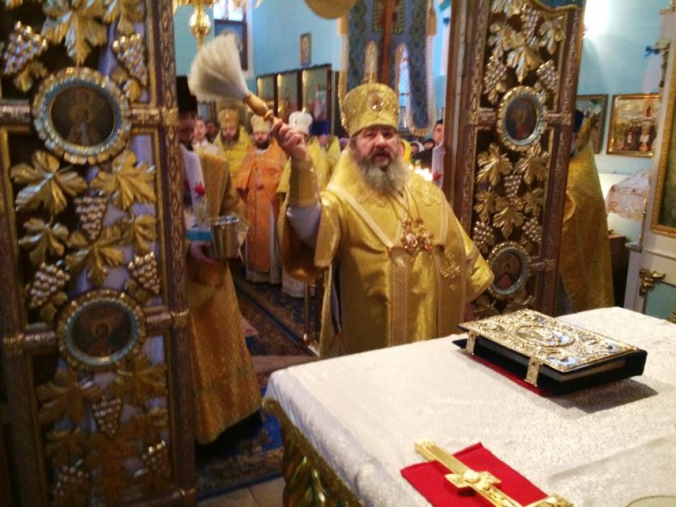 Владика звершив чин освячення оновленого храму та алтаря.
