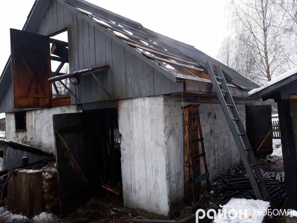 Вогонь знищив 70 відсотків покрівлі, сільськогосподарський інвентар.