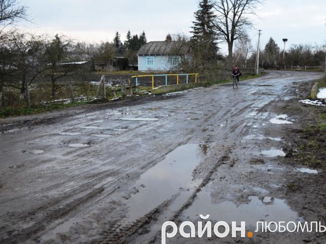 Дорога у селі Замлиння.