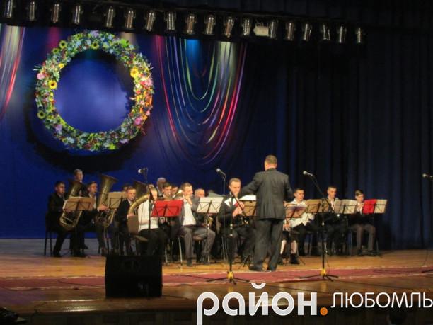 зразковий духовий оркестр будинку школяра при Любомльському НВК ім. Наталії Ужвій.