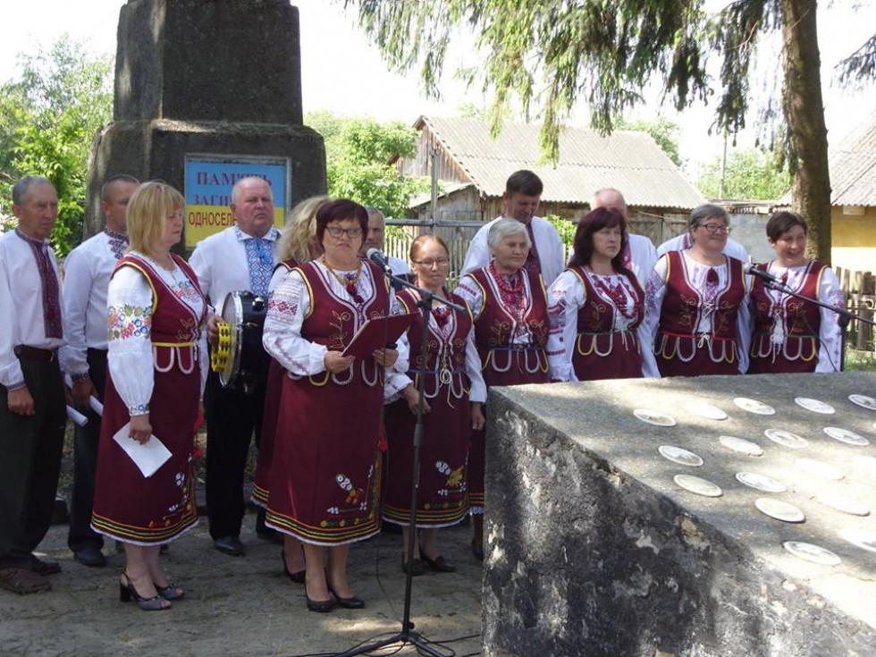 Народний аматорський фольклорний колектив «Опалинка».