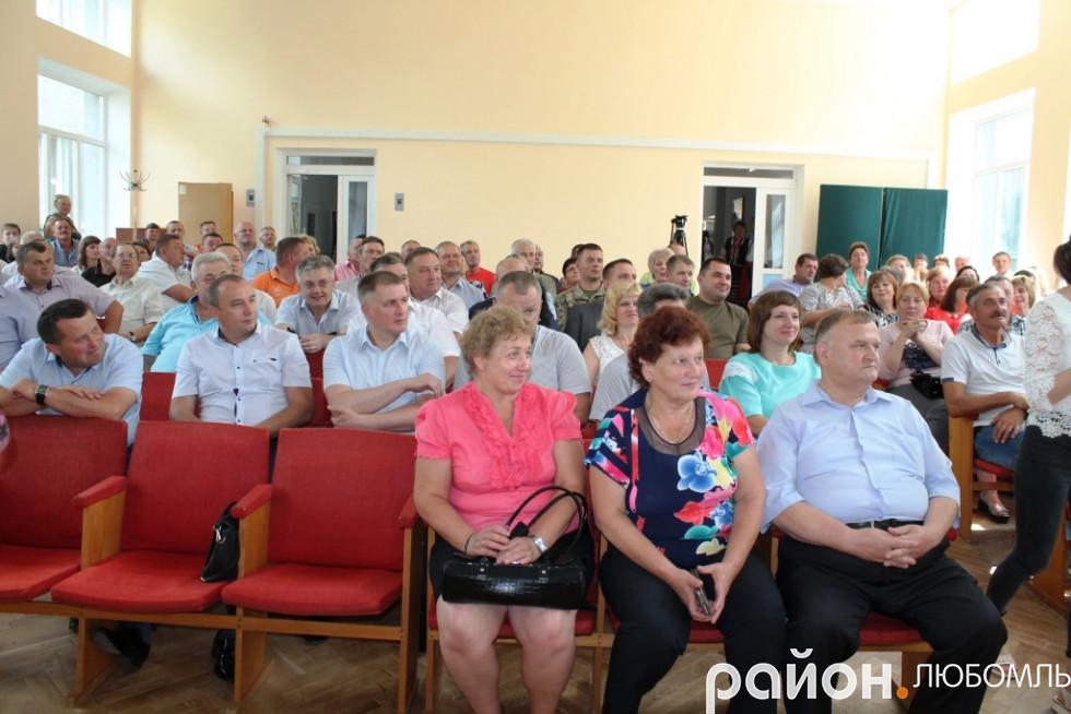 На «оглядини» новоспеченого керівника району прийшли керівники установ, голови ОТГ, депутати різних рівнів, приватні підприємці та жителі краю.