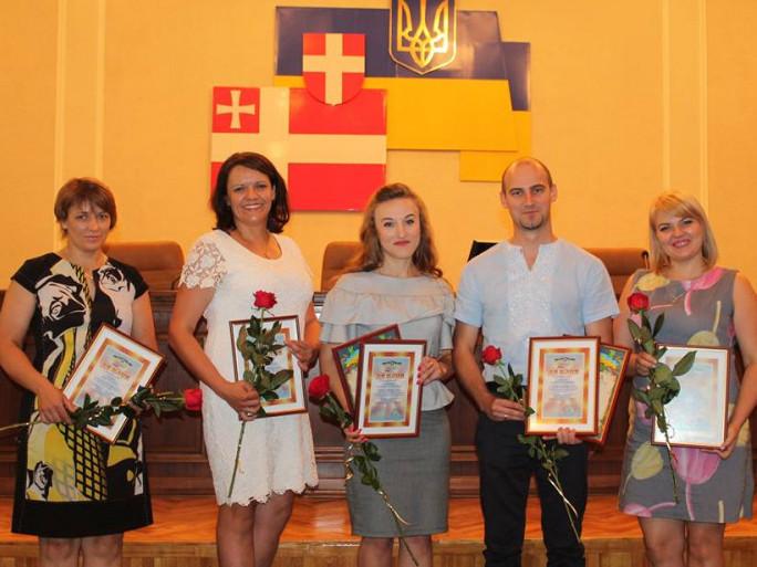 Олеся Сацюк (крайня зліва)