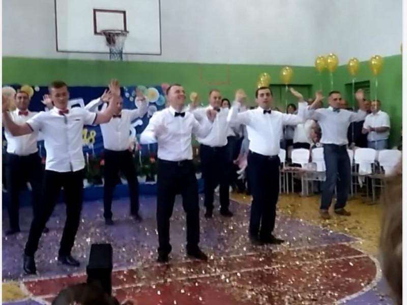 Танцювальний флешмоб від учителів