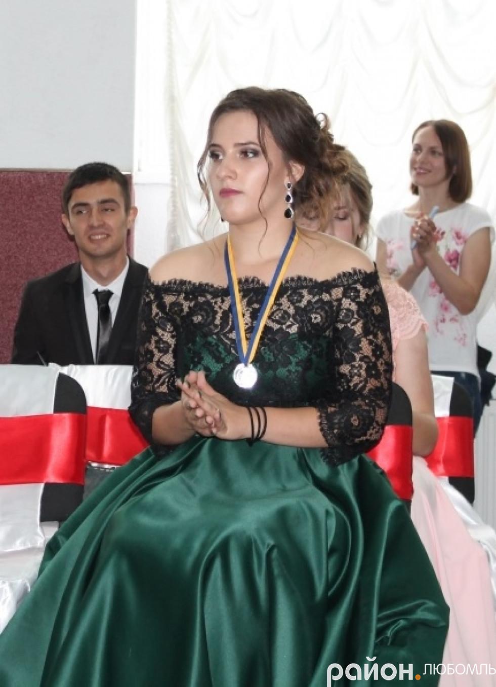 Срібна медалістка районної гімназії.