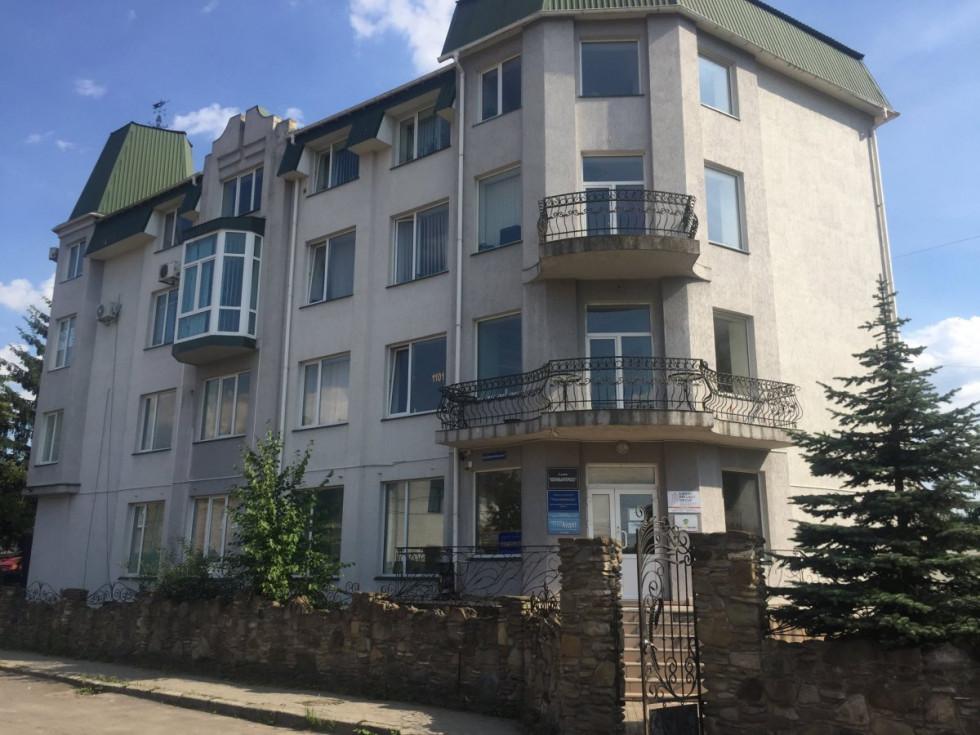 Офісний центр на Драгомижського, 7, у Луцьку.