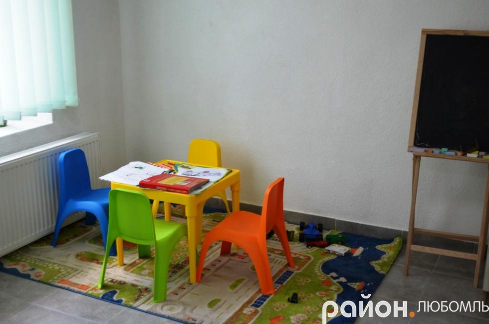 Дитячий куточок є у сучасному ЦНАПі.