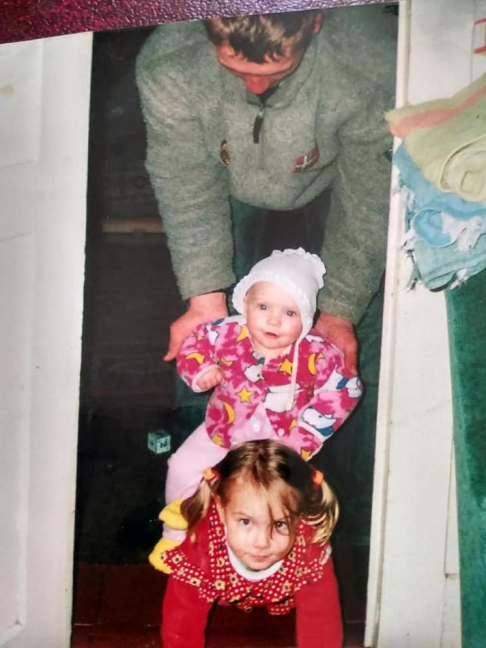 Анатолій Федчишин з донечками.