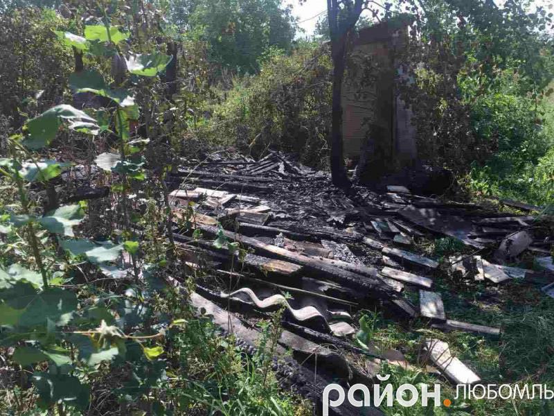 У Любомлі згоріла господарча споруда