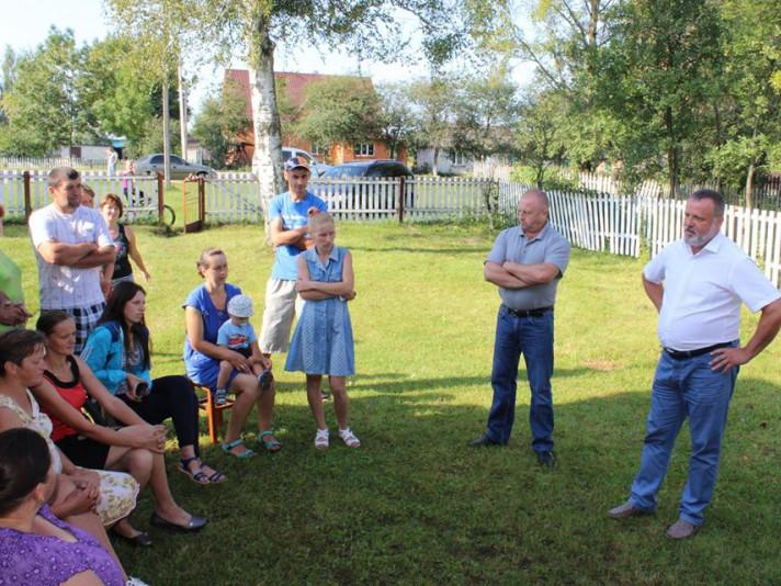 Очільник району поспілкувався з вчителями та батьками.