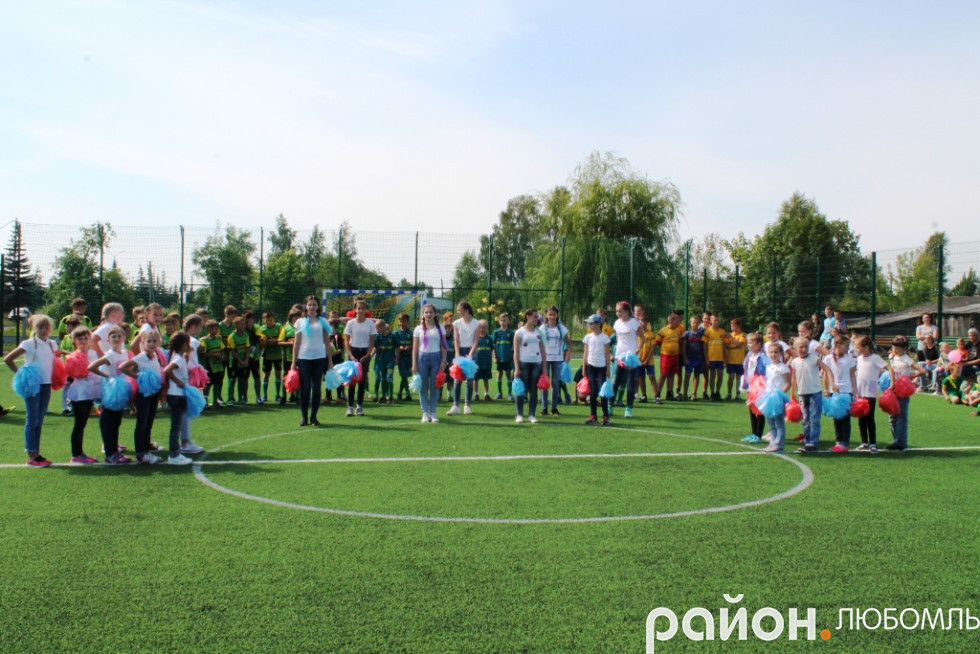 Урочисте відкриття сучасного спортивного майданчика на території школи №2 у  Любомлі. 00f428eb24019
