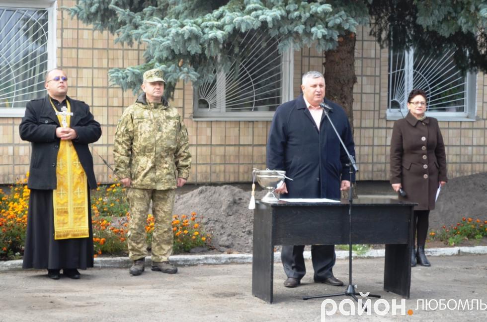 З напутнім словом до новобранців звернувся перший заступник голови РДА Віктор Герасимчук.