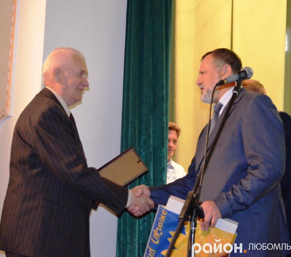 Очільники району вітають ветерана Збройних сил України Зіновія Пилипчука