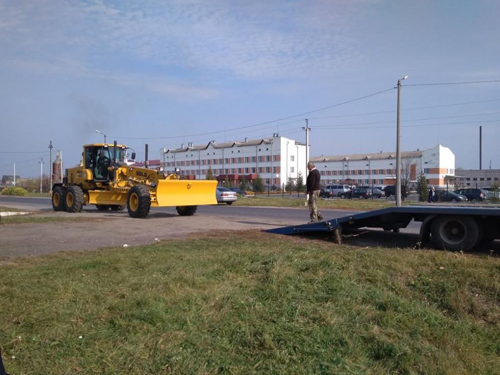 Любомльська ОТГ придбала автогрейдер для потреб громади