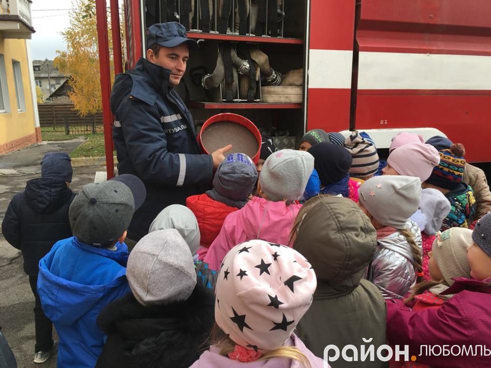 Першачки Любомльської гімназії побували на екскурсії у вогнеборців