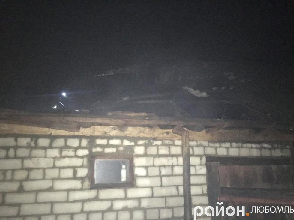 В Олеську у хліві згоріла тонна соломи