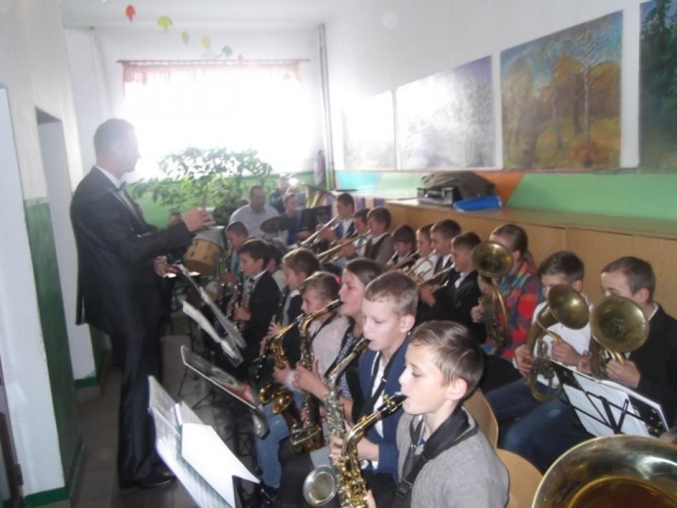 Гостей урочисто вітав духовий оркестр музичної школи