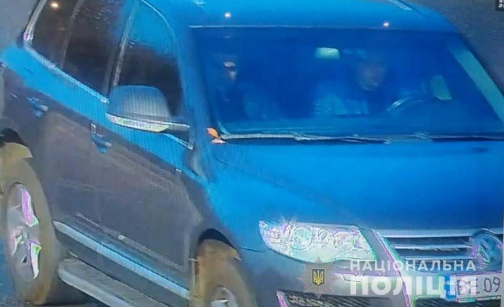 Авто на яких, ймовірно, пересуваються особи, причетні до стрілянини на вулиці Набережній у Луцьку.