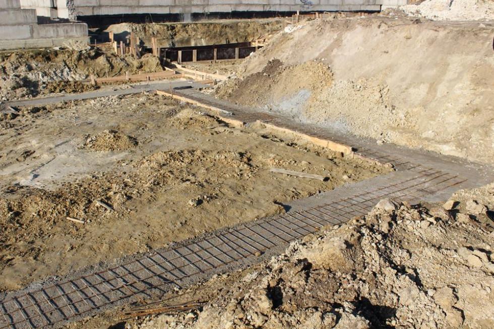 Будівництво школи у Головні