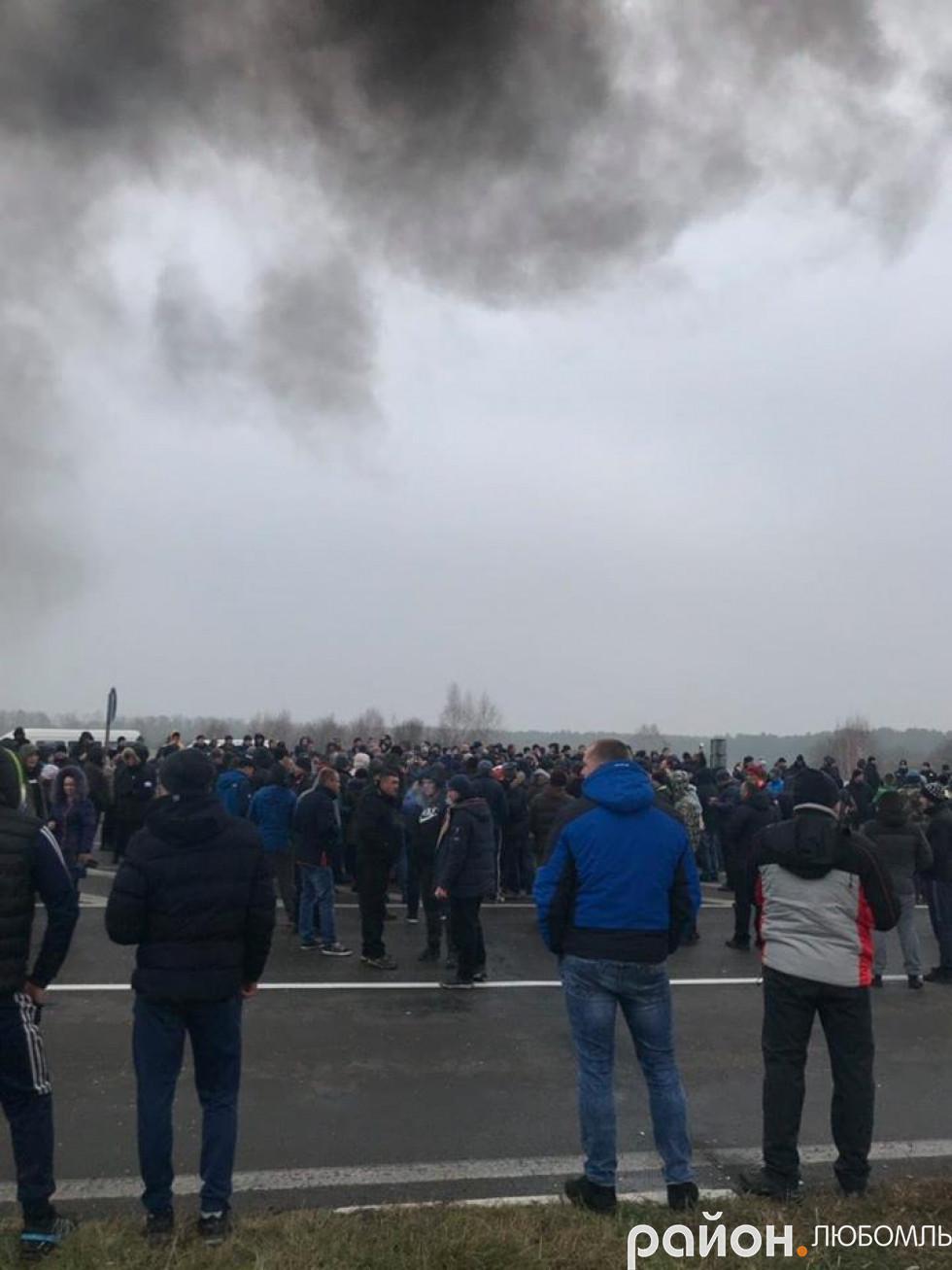 На «Ягодині» власники «євроблях» палять шини і блокують роботу митниці