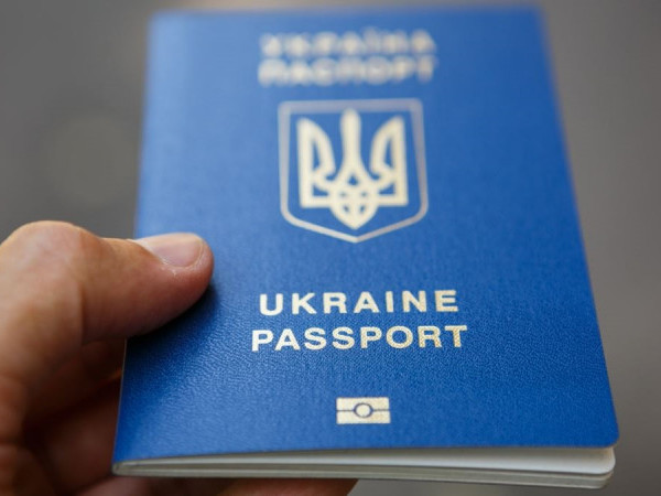 Шукають власницю загубленого закордонного паспорта