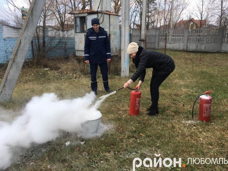 У Любомлі працівників Центру зайнятості вчили гасити пожежу