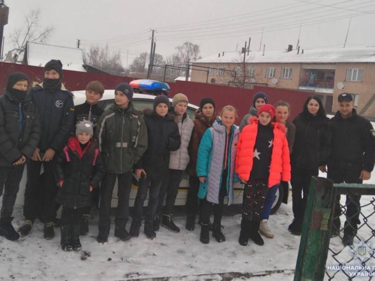 Учні 5-9 класів та учителі зустрілися із полісменами