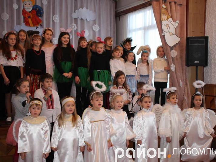 У Любомлі в Будинку школяра влаштували новорічне свято