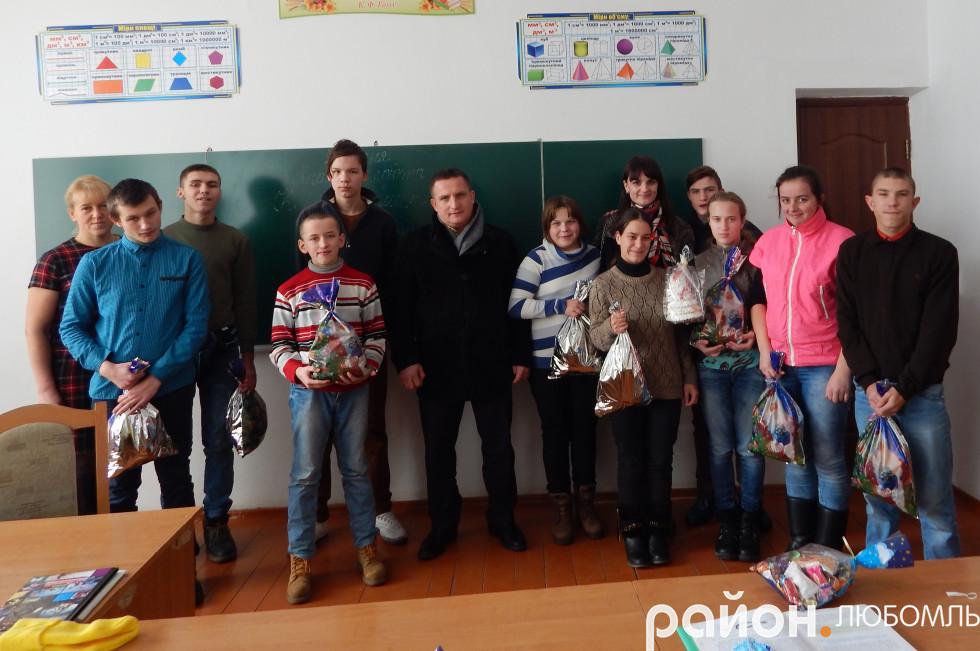 Працівники ДП «Любомльський лісгосп» із подарунками відвідали підшефний 9-ий клас школи-інтернат.