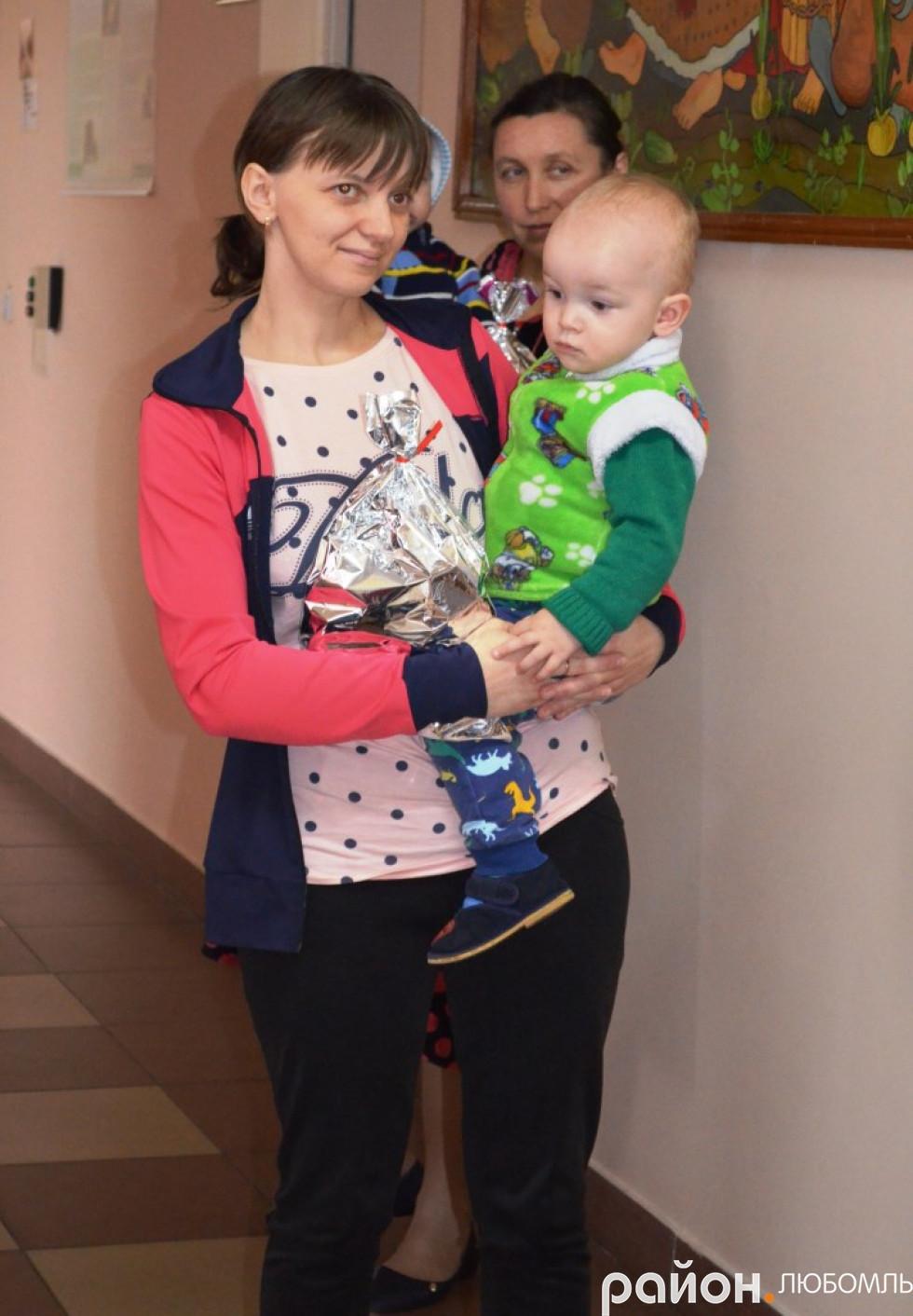 У лікарні діткам роздали подарунки від Святого Миколая